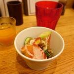俺のハンバーグ シュシュ渡辺 - 一口サイズの野菜ジュースとダーサラ。