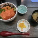 味鮮まえかわ - 鮭トロ親子丼1400円