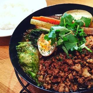 ランチはポトフスープを使ったたっぷり野菜とひき肉のカレー