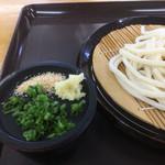 元匠 - 薬味は細葱と摩り下ろした生姜、すりゴマ