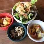 ビッグスマイル - オムライスランチのミニサラダと前菜