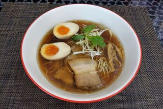 ラーメン 赤青 ムラサキ - ラーメン赤青(味玉赤青醤油 980円)