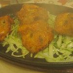 プリンス インドレストラン - 湯気が上がるチキンティッカ