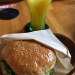 サンバーガー - ハンバーガーとマンゴージュース♡
