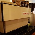 ライトハウス コーヒー アンド ビアー - カッコいいマシンです。