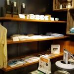 ライトハウス コーヒー アンド ビアー - 服も販売しています。