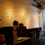 ライトハウス コーヒー アンド ビアー - 店内です。