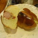 アカシヤ - ロールパンにウインナー