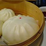 china cafe - 大きい方はフカヒレ、小さい方は豚です。