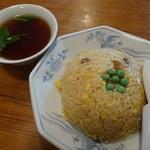 張 - 料理写真:チャーハン540円スープ付