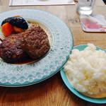 デリリウムカフェ SENDAI - 岩手県産牛と白金豚の肉汁あふれるハンバーグ300g