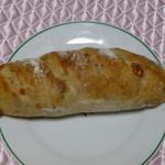 薪窯天然酵母パン工房 オ フルニル デュ ボワ - べーくるチーズ360円