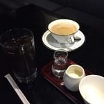 万世 千代田 - アイスコーヒーとホットをそれぞれ頂きました。コーヒーも美味しかったです。ごちそうさまでした。
