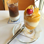 フルーツパーラーフクナガ - マンゴーパフェとアイスカフェラテ