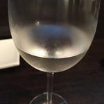 肉 まつもと - 日本酒冷えててうまいな。 他で飲むよりここが良いわ〜(^ー^)ノ