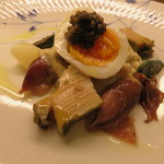 53242784 - 仏・ロワール産の白アスパラと富山産の蛍烏賊、宮城の蝦夷鮑のサラダの半熟卵とキャビア乗せ タルタルソースで2