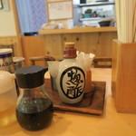 たちばな家 - テーブルの調味料(2016/7)