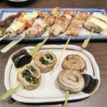 53245972 - 焼鳥6本+豚巻き野菜串2本。1360円+税