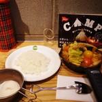 野菜を食べるカレーcamp - 1日分の野菜カレー(温玉追加)