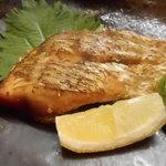 居酒屋たちばな - 鯛の素揚げ。河内屋はこの料理の伝道師。