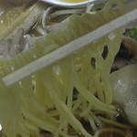 53252715 - 極細麺をリフトアップ!