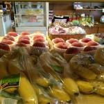 フルーツのにしわき - 果物だけでなく色々販売されています。