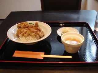 中国料理 ながさき家 - ユーリンチー(油淋鸡)丼 税込み 850えん