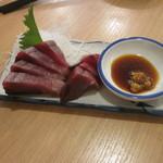 晩杯屋 - カツオ刺しはこれで180円。