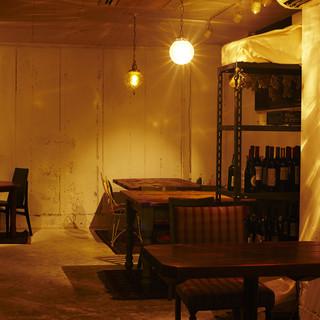 ヴィンテージのヨーロッパ家具などお洒落な空間