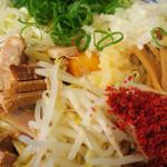 麺屋 いわ田 - 生たまご  にんにく  たまねぎ  辛味 無料トッピングです