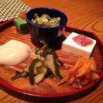 ガチマイシーサー - お通し。ジーマミー豆腐に人参シリシリに〜。