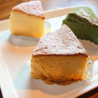 魔法のケーキ各250円
