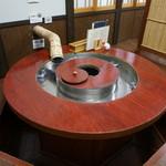 ニテコ名水庵 - 流しソーメンのテーブル
