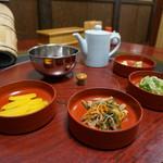 ニテコ名水庵 - 流しソーメンの薬味と漬物