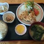 居食亭 ひかり - 料理写真:唐揚げ定食 650円