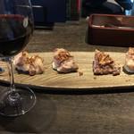 フード&ワイン ブリックス - 豚グリルとグラス赤