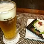 ビストロ アズーロ&ザ・バー - 生ビール・お通し(ポテトサラダ)