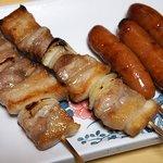 """とり富士 - """"豚バラ""""(157円)、""""ウィンナー""""(3本315円→105円)。"""