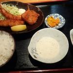 創作炭火焼 古家 - 海老フライ定食¥750円