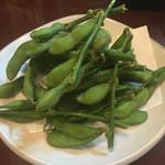 弥太郎 - 枝付き枝豆 550円 新鮮な枝豆の香りとアルデンテの茹で方が絶品。 お代わりしました。