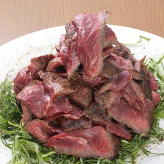 【肉のヒマラヤ】巨大な肉塊とヒマラヤ岩塩をお楽しみ下さい!