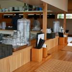 自家製麺 のぼる - 清潔感のある店内