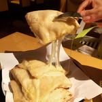 ヒマラヤ - 絶品のチーズナン。