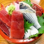 鮪屋 - 海鮮丼 並