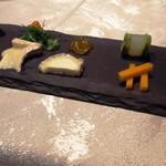 TreMonte - コース以外でのチーズの盛り合わせ。チーズとともにそれぞれの特徴に合うソースを楽しむ。