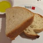 アマポーラ エル トマテ - パン2種