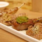 BISTROあっけし - ラムチョップ4種SET ゲランドの塩(プレーン)・スモーキーマスタード・コリアンダージェノベーゼ・ローズマリーバター