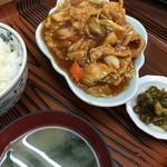明朗飯店 - うま煮定食は八宝菜とは違います。