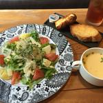 陽に吹かれ - サラダランチ:じゃがいもとりんごのサラダ(パン、スープ、ドリンク付)@980