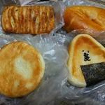 サンライズ ベーカリー - 料理写真:アップルパイ、クリームパン、ふらんすあんぱん、おにぎりパン